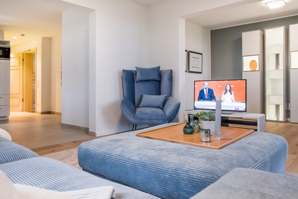 Wohnung 1 im 1. Obergeschoß - Wohnzimmer mit Flat TV - Ansicht des gemütlichen Wohnzimmer mit exclusiver Ausstattung