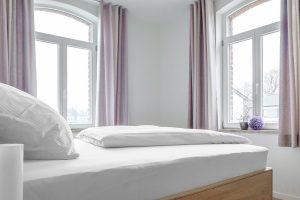 Schlafen mit Blick ins Grüne - der Boarding Select Wohnung am Kattenstrother Weg in Gütersloh.